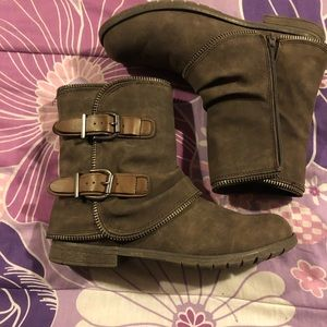 Shoes - EUC Brown Suede Booties